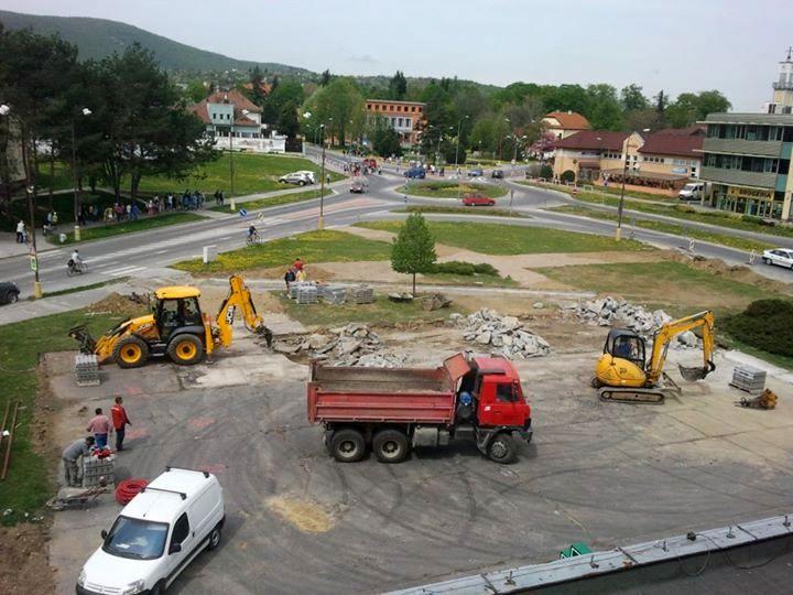 vystavba parkoviska pred OD Jednota Nové Mesto nad Váhom