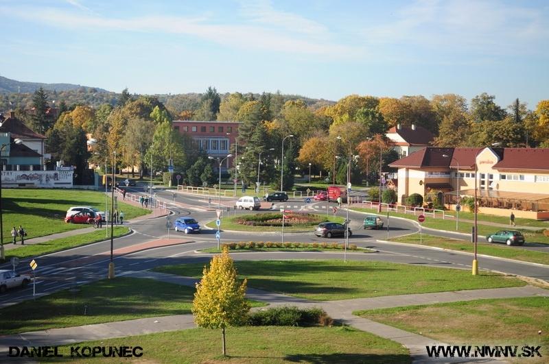 zelená plocha pred OD Jednota Nové Mesto nad Váhom