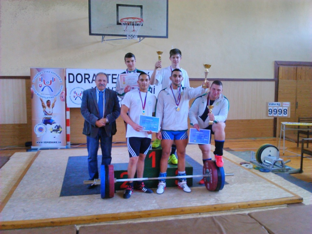 Družstvo Nové Mesto nad Váhom s p. primátorom Jozefom Grapom