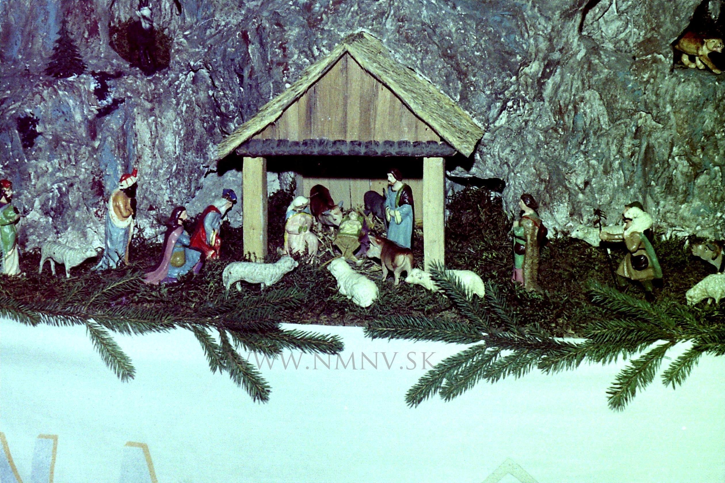 e12109be9 Prvý betlehem Mariána Mikulca inštalovaný v novostavbe kostola v Novej  Bošáci na Vianoce roku 1973
